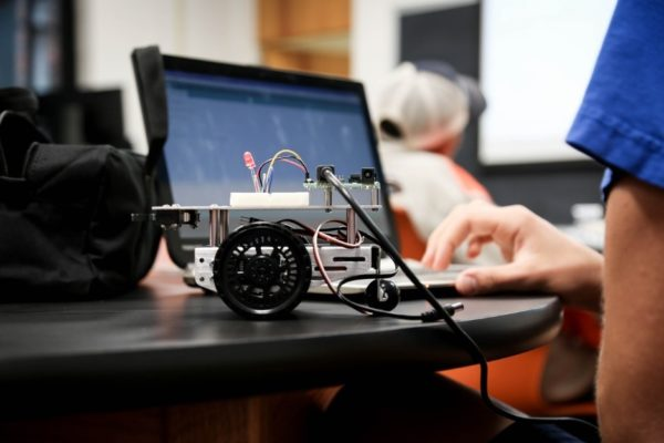 How Servo Motors Are Useful In Robotics Applications